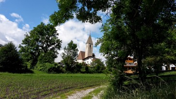 Traditionelle Steinkirche in Flains