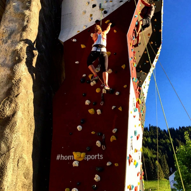 Klettern mit Bondage am Bein