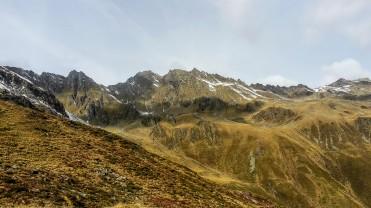 Blick beim Aufstieg auf den Sattelschrofen und zur Lampsenspitze (2876m)