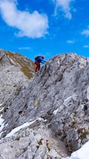 Nordseitige Schneereste beim Abstieg