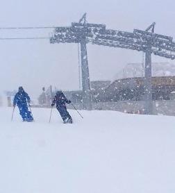 Schneewalzer wedeln fürs Foto
