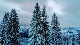 Dachstein hinter Schneewolken