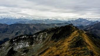 Abstieg über die Seenieda mit Blick auf die Hohen Tauern