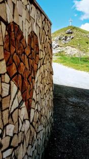 Holz-Herz an der Huberalm