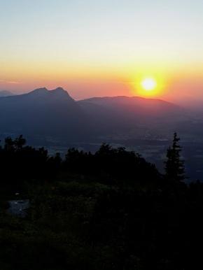 Im Chiemgau versinkt die Sonne