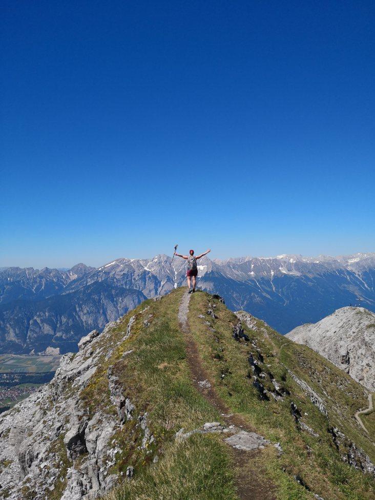 Am Grat, Rechts der zweite vorgelagerte Gipfel