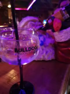 Gin Mare drin, Bulldog drauf